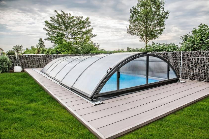 Poolüberdachung für mehr Schutz im Winter